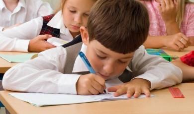 რატომ ჩამორჩებიან ღარიბი მოსწავლეები შეძლებულებს რამდენიმე წლით?